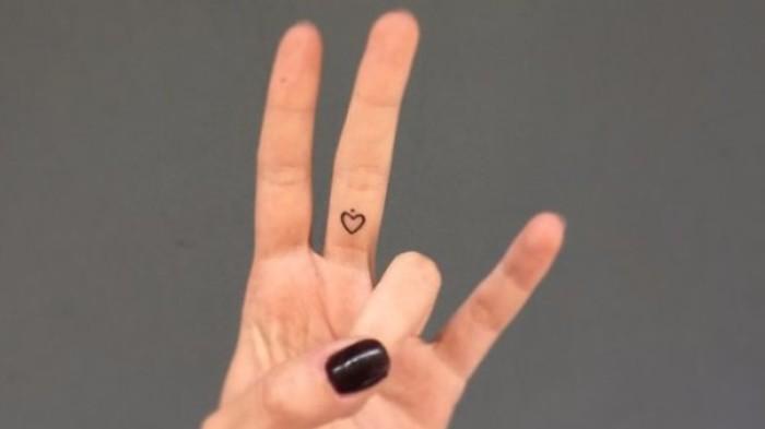 Как цветные татуировки взаимодействуют с загаром?